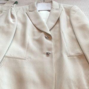 Ladies three piece suit. Great condition..